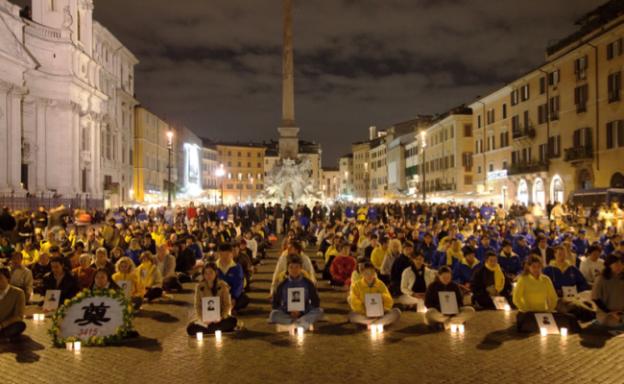 Veillée aux chandelles le 20 juillet 2013 en commémoration de la persécution des pratiquants de Falun Gong (CHINA GAZE)